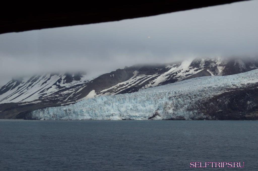 Два дня в море. Akureyri, Исландия - вдоль острова Ян-Майен, Шпицберген.