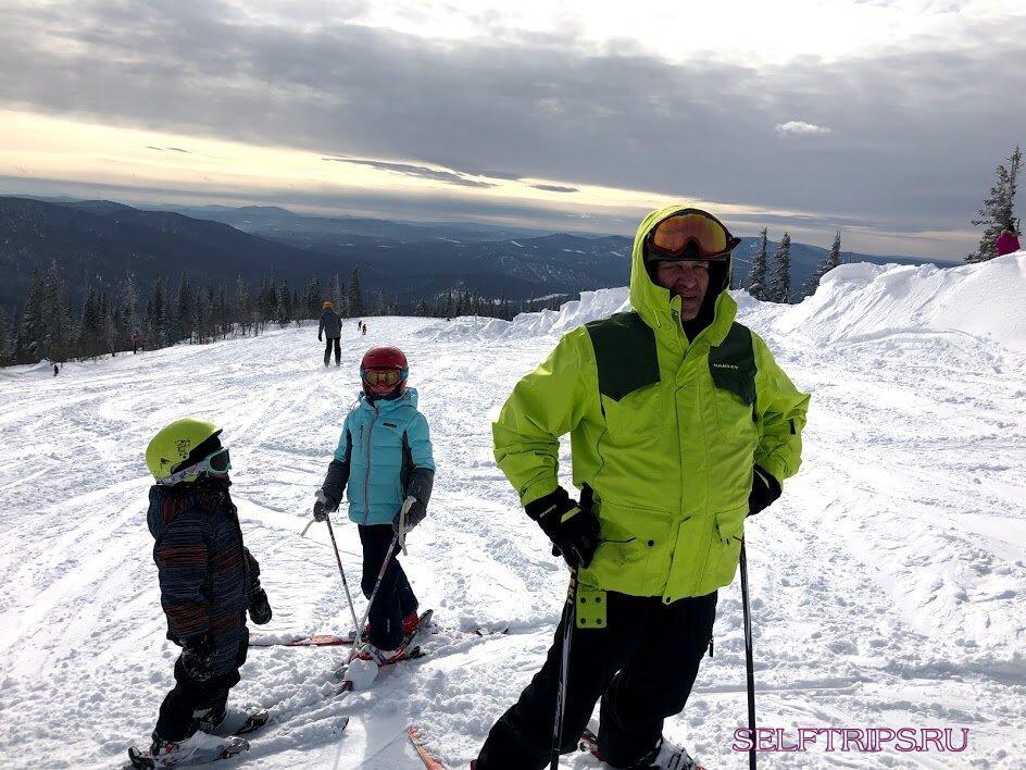 Попёрлись с детьми на вершину горы в метель! Я думала там мы и умрём